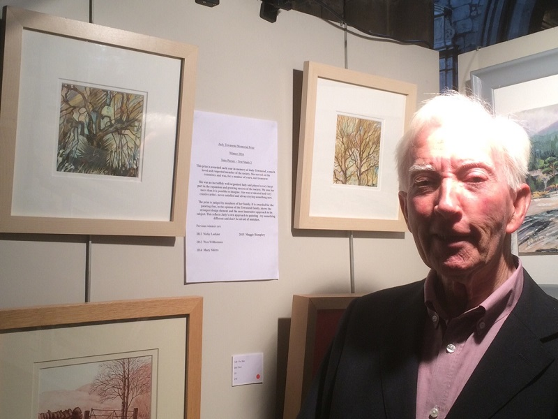 Image of Alan Townsend with Tony's winning painting SAS Summer Exhibition 2016